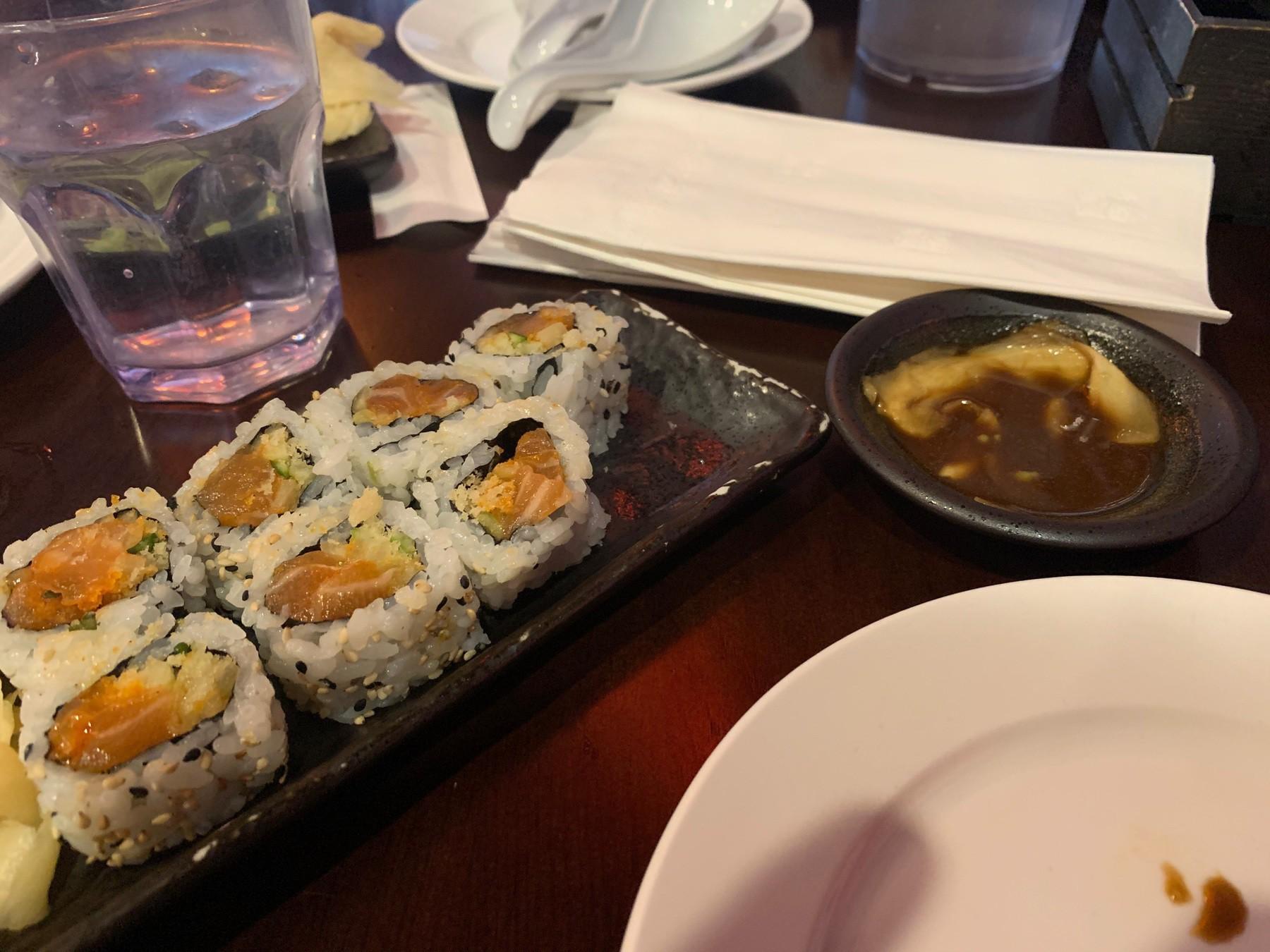 spicy crunchy salmon roll sushi
